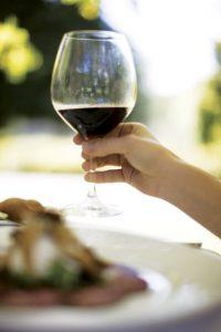 drinking wine while breastfeeding