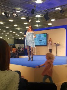 Review breastfeeding cover up nursing apron Fashion Show